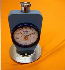 マットレスのへたりを圧力計で計測し、皆様によりよいアドバイスをしております。