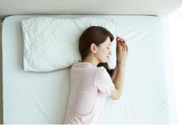 寝返りしやすいワイドサイズ